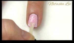 easy glitter daisy nail art