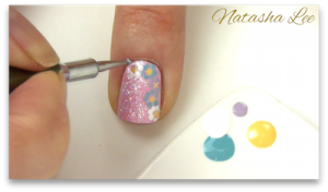 easy glitter daisy nails