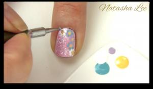 easy glitter daisy nails
